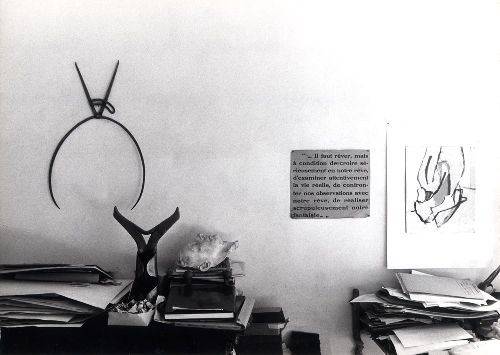 Louis Van Lint in his studio, with two tools of his collection in the background.